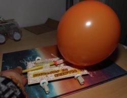Macchina a caramelle e palloncini